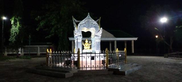 Melihat Patung Buddha Dewa Empat Muka, Asli dari Thailand di Tuban, Jawa Timur (95255)