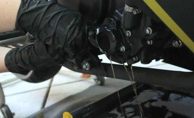 Hindari Semprot Angin Kompresor saat Ganti Oli Motor, Ini Alasannya (255971)