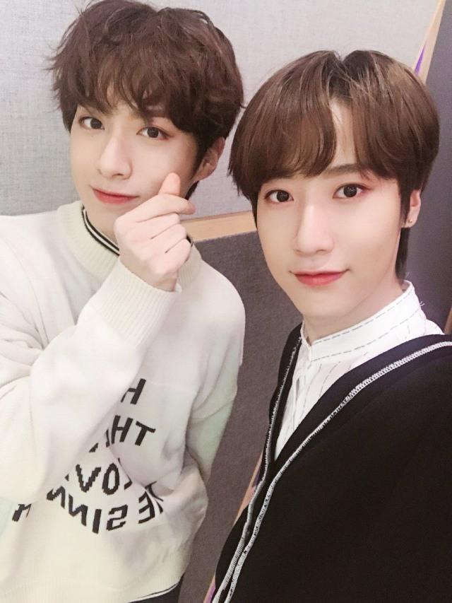 Xion Oneus dan 4 Idol Kpop yang Punya Kembaran, Gemas! (42726)