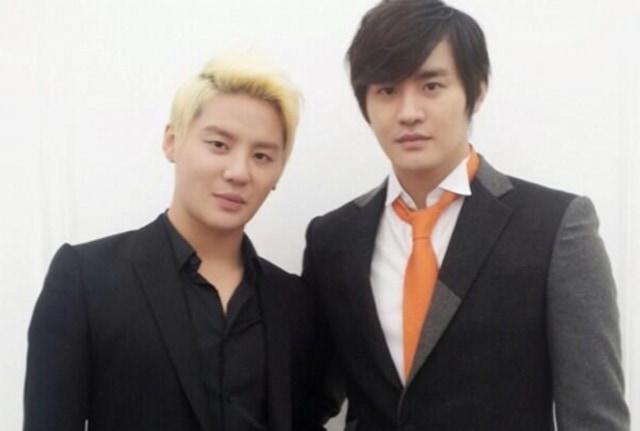 Xion Oneus dan 4 Idol Kpop yang Punya Kembaran, Gemas! (42728)