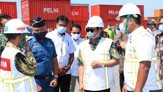 Mendes PDTT Pantau Program Tol Laut di Pelabuhan Bima, NTB (237763)