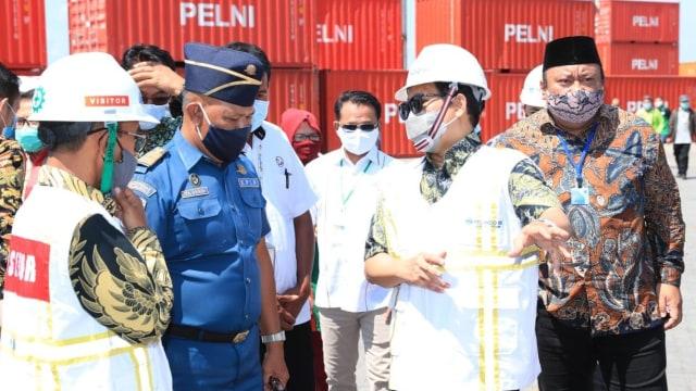 Mendes PDTT Pantau Program Tol Laut di Pelabuhan Bima, NTB (237761)