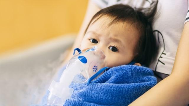 4 Hal yang Bisa Sebabkan Pneumonia pada Anak (165014)