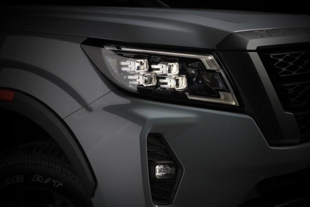 Nissan Navara Facelift Meluncur, Tampilan Jadi Lebih Sangar (10)