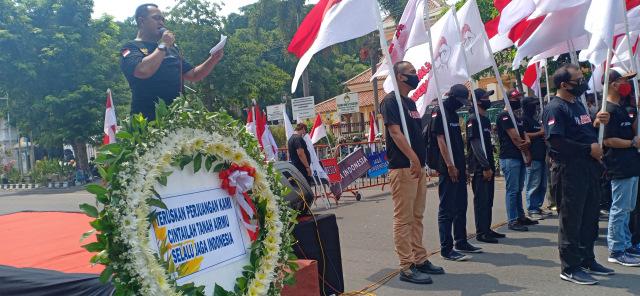 Sambut Hari Pahlawan, Ratusan Pemuda Kibarkan Bendera Merah Putih  (89028)