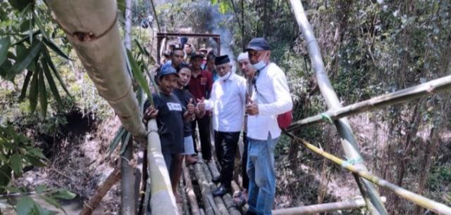 Permudah Anak-anak Mengaji, Sanusi Janjikan Jembatan Desa Kesemek (305181)