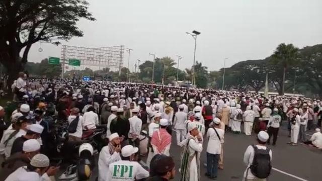 Gubernur Banten Jawab Ridwan Kamil soal Kerumunan Massa Rizieq di Bandara Soetta (193570)