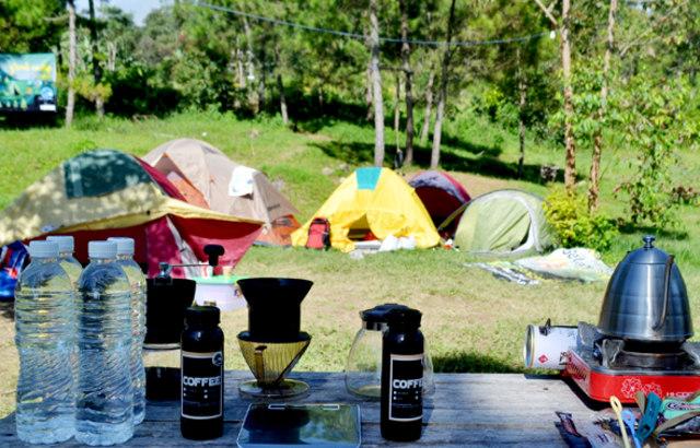 Bosan Ngopi di Cafe? Yuk, Coba Ngopi di Camp Area (20173)