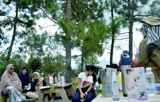 Bosan Ngopi di Cafe? Yuk, Coba Ngopi di Camp Area (20175)