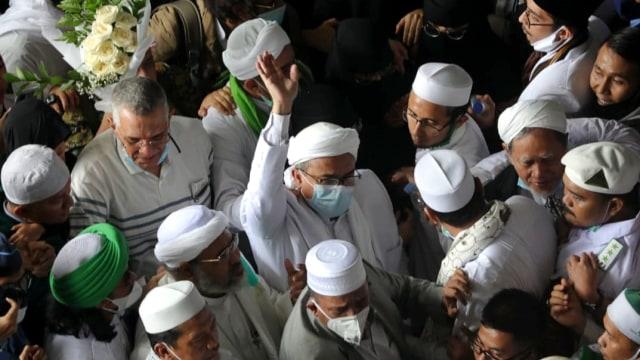 Habib Rizieq Mengaku Difitnah Selama di Arab: Dari KTP Palsu hingga Bendera ISIS (55501)