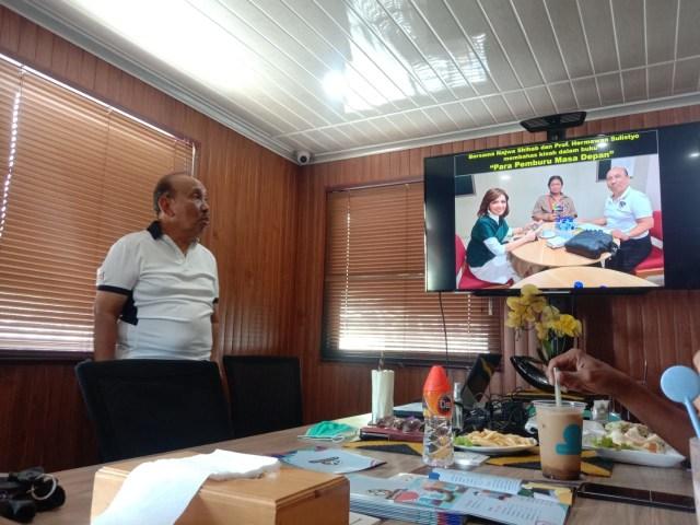 Surya Burhanuddin Berbagi Kisah Sukses dengan Jurnalis Tugu Malang ID (368099)