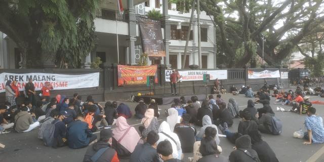 Aliansi Malang Melawan Kembali Demo Tolak Omnibus Law (107466)