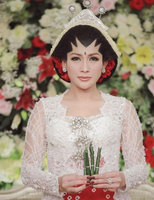 Jadi Istri Brotoseno, Tata Janeeta: Betapa Indahnya Nikah dengan Restu Orang Tua (647166)