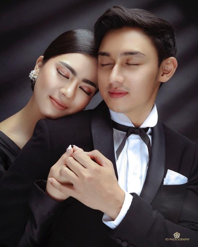 5 Gaya Photoshoot Seleb Pacaran Layaknya Prewedding, Bikin Netizen Baper (38290)