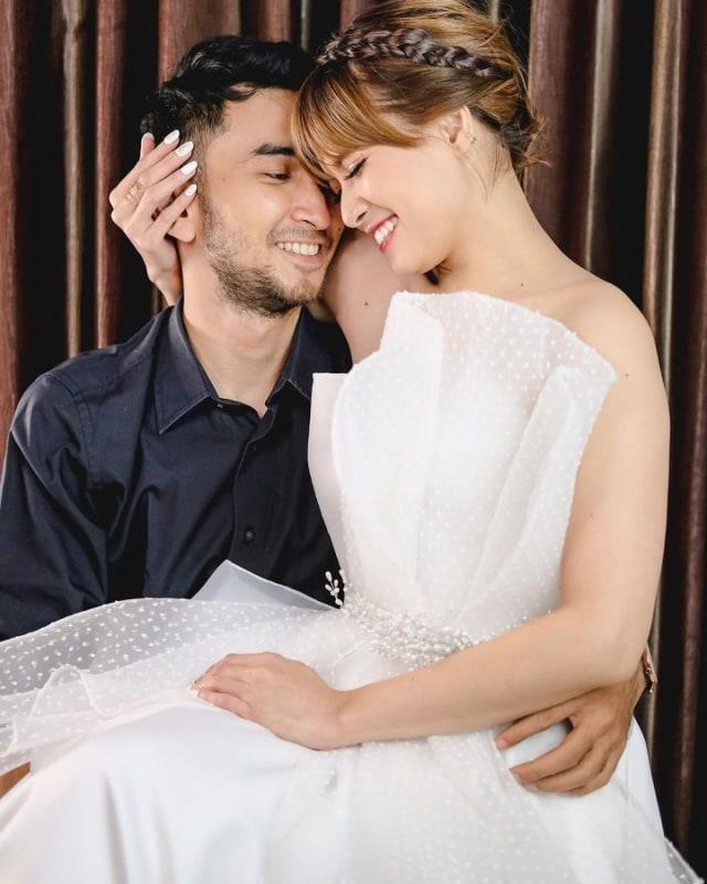 5 Gaya Photoshoot Seleb Pacaran Layaknya Prewedding, Bikin Netizen Baper (38292)