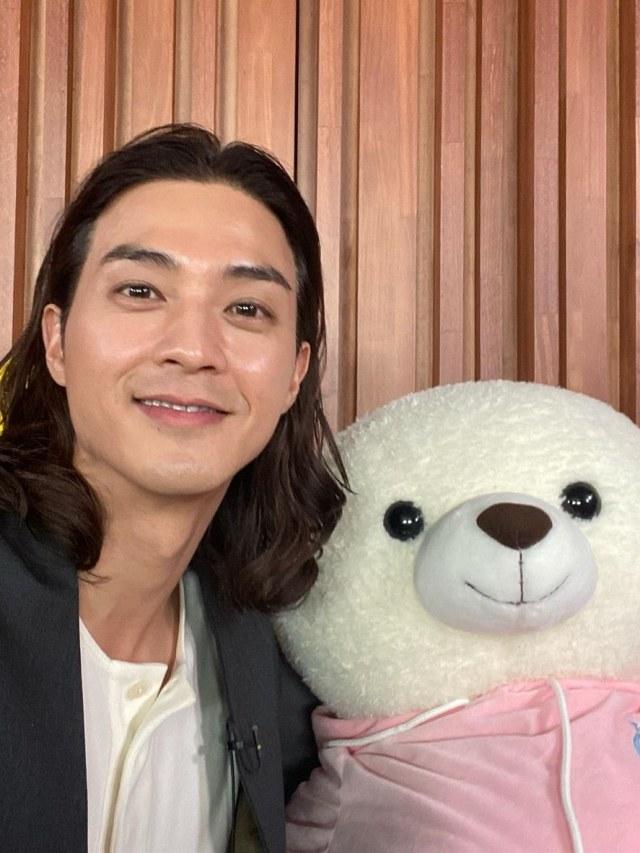 Kim Ji Hoon Minta Maaf Usai Kedapatan Nonton Serial Televisi secara Ilegal (211533)