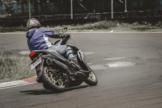 Catatan Kami Setelah Mencoba All New Yamaha Aerox di Jalan Raya dan Sirkuit  (571239)