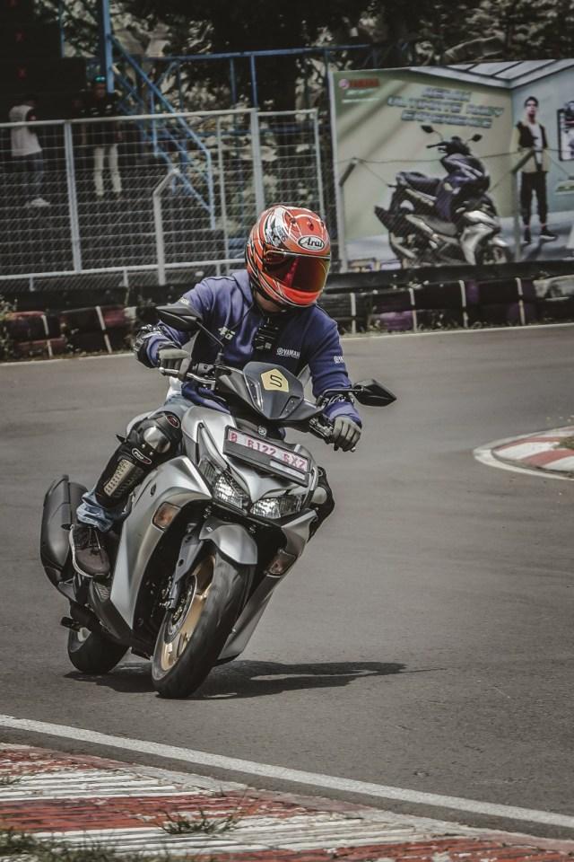 Catatan Kami Setelah Mencoba All New Yamaha Aerox di Jalan Raya dan Sirkuit  (571242)