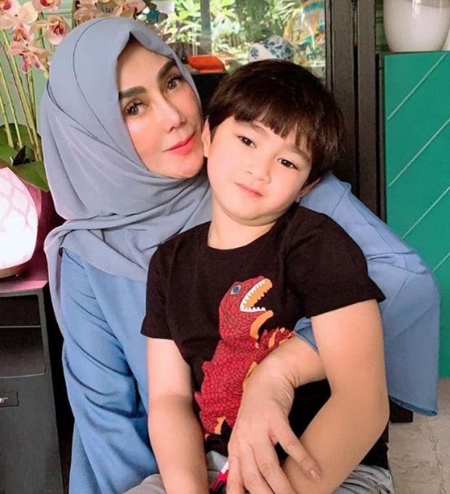 7 Potret Rafathar Bersama Sang Nenek, Amy Qanita (388801)