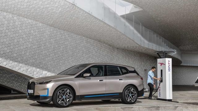 Mobil Plug-in Hybrid BMW 330e Meluncur Tahun Ini? (257818)