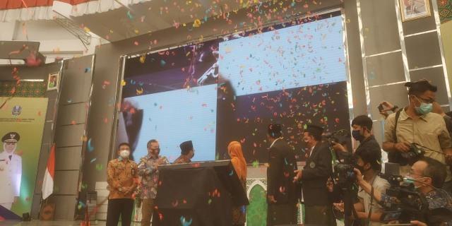 Khofifah Resmikan Pusat Studi Jawa Timur di Universitas Islam Malang (279845)