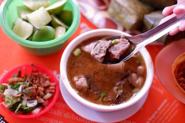 Kamu Bisa Makan Gratis Seumur Hidup di Warung Coto Makassar Ini, Lihat Syaratnya (107784)