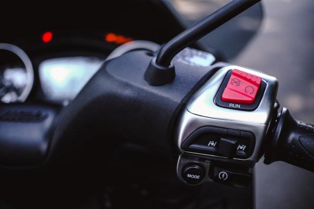 Foto: Lebih Dekat dengan Piaggio MP3 500 HPE, Skutik Canggih Beroda 3 (85201)