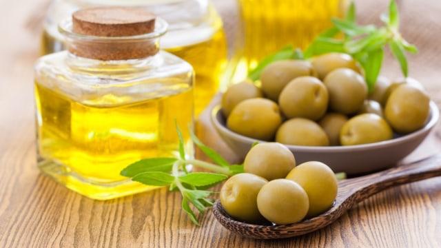 Olive Oil VS Coconut Oil, Mana yang Lebih Bagus untuk MPASI Bayi?  (119016)