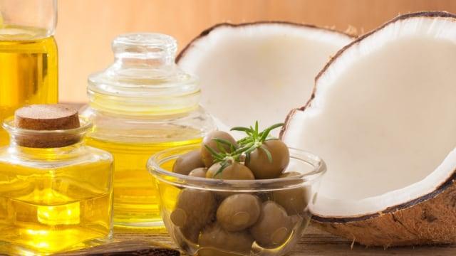 Olive Oil VS Coconut Oil, Mana yang Lebih Bagus untuk MPASI Bayi?  (119015)