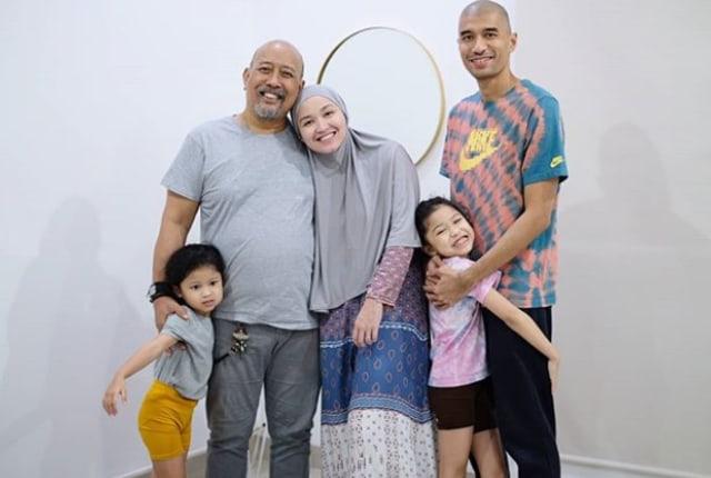 Haru Netizen saat Indro Warkop Unggah Foto Kenangan Bersama Mendiang Istri (219071)