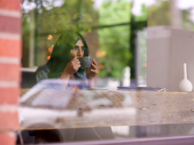 5 Alasan Mengapa Perempuan Introvert Susah Menjalin Hubungan (658241)