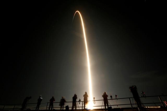 Elon Musk Ejek Startup Antariksa Jeff Bezos yang 'Ngambek' Gagal ke Bulan (198796)