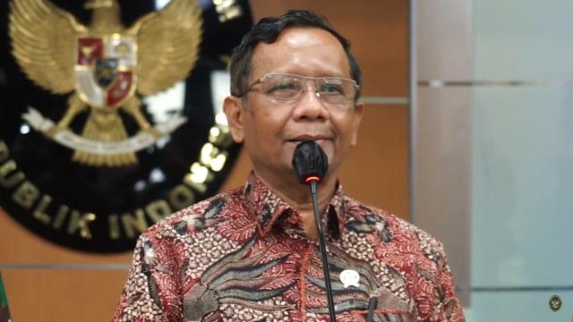 FPI Tanggapi Mahfud: Acara Jokowi di Banyuwangi, Gibran di Solo, Tak Jaga Jarak (49799)