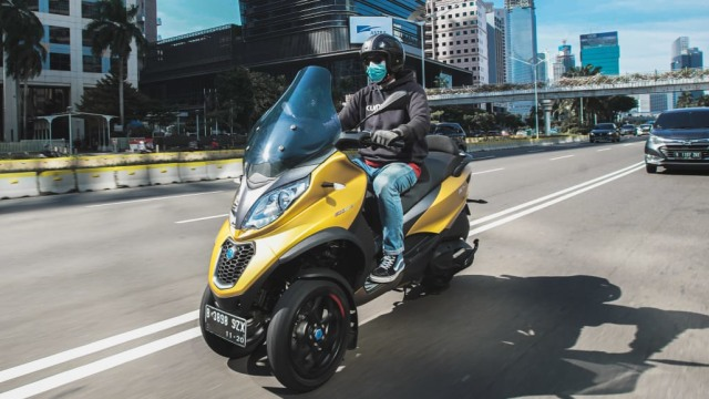 First Ride Piaggio MP3 500 HPE: Sensasi Asik Berbelok Motor Tiga Roda (662321)