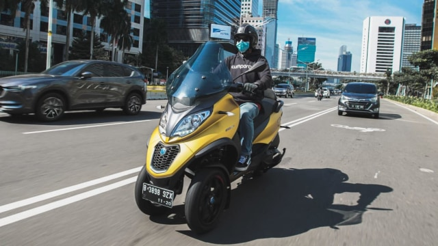 First Ride Piaggio MP3 500 HPE: Sensasi Asik Berbelok Motor Tiga Roda (662326)