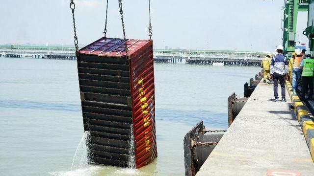 Ada Kapal Tenggelam, Aktivitas Bongkar Muat di Terminal Teluk Lamong Normal (281510)