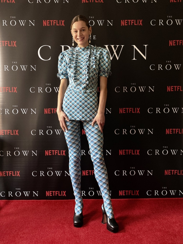 Mengintip Gaya Busana Para Pemain The Crown Season 4 saat Premier Virtual (51726)