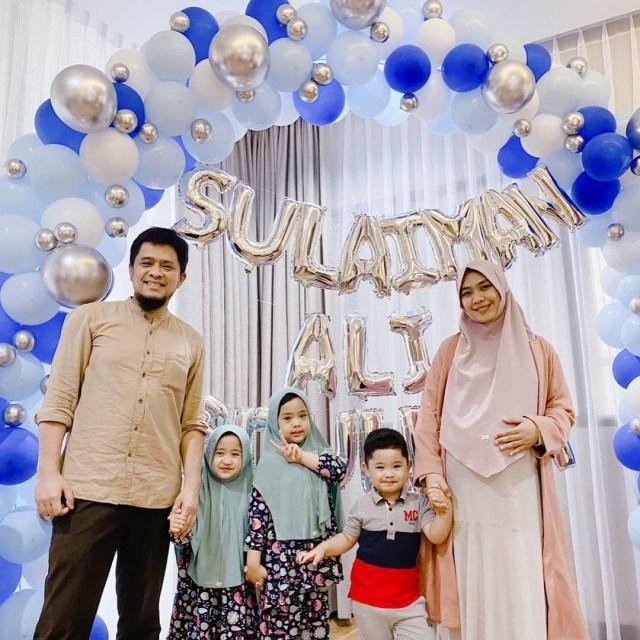 Penuh Haru, 10 Momen Oki Setiana Dewi Melahirkan Anak Ke-4 (200464)
