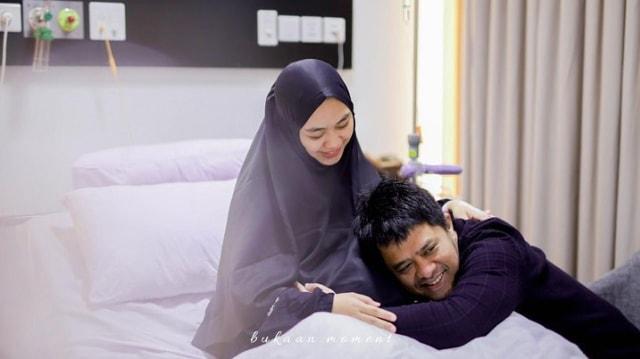 Penuh Haru, 10 Momen Oki Setiana Dewi Melahirkan Anak Ke-4 (200465)