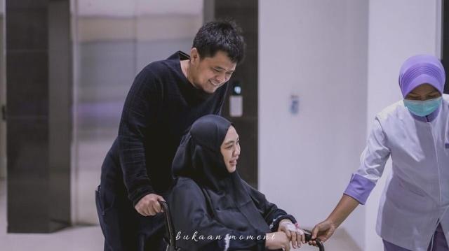 Penuh Haru, 10 Momen Oki Setiana Dewi Melahirkan Anak Ke-4 (200466)