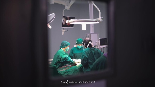 Penuh Haru, 10 Momen Oki Setiana Dewi Melahirkan Anak Ke-4 (200472)