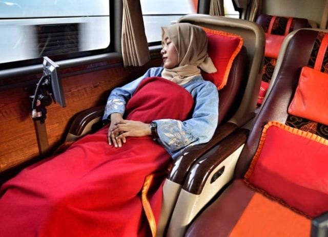Posisi Duduk Bus di Atas Ban Bikin Cepat Mual, Benarkah? (202211)