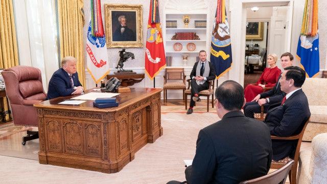 Luhut Temui Donald Trump di Gedung Putih (1)