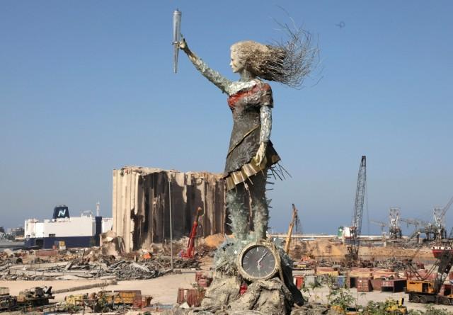 Seniman Lebanon Bikin Patung Simbol Harapan dari Puing-puing Ledakan Beirut (562220)