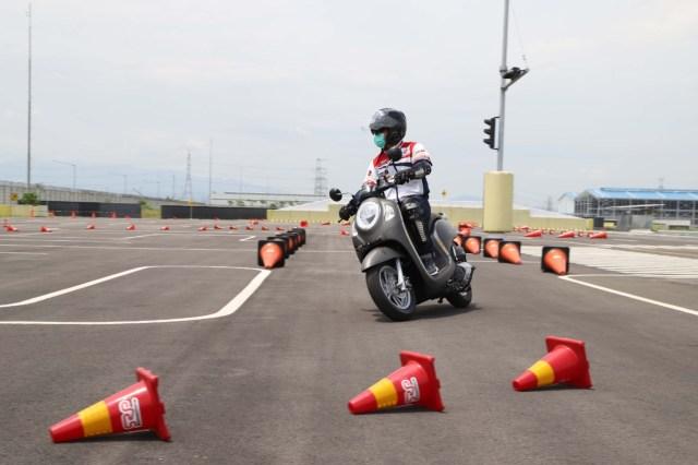 Menguji Kelincahan dan Akomodasi Honda Scoopy Baru, Bagasinya Muat Apa Saja? (48867)