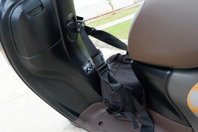 Menguji Kelincahan dan Akomodasi Honda Scoopy Baru, Bagasinya Muat Apa Saja? (48877)