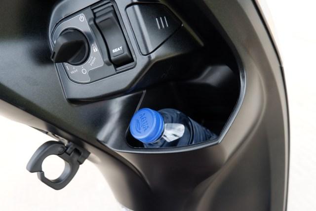 Menguji Kelincahan dan Akomodasi Honda Scoopy Baru, Bagasinya Muat Apa Saja? (48874)