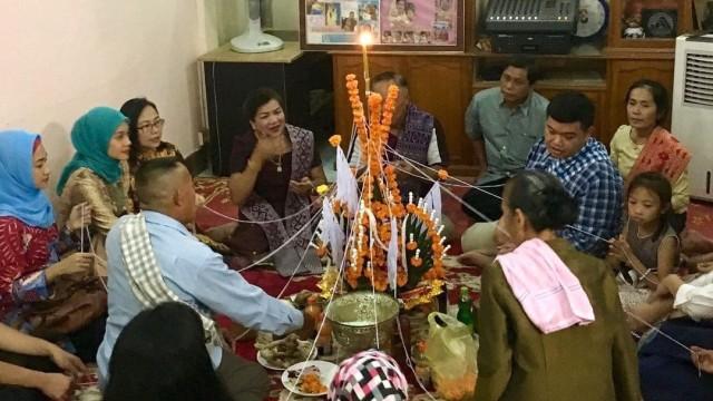 Makna di Balik Baci, Ritual Adat Khas Laos (49033)