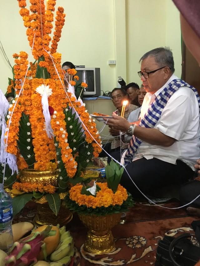 Makna di Balik Baci, Ritual Adat Khas Laos (49034)