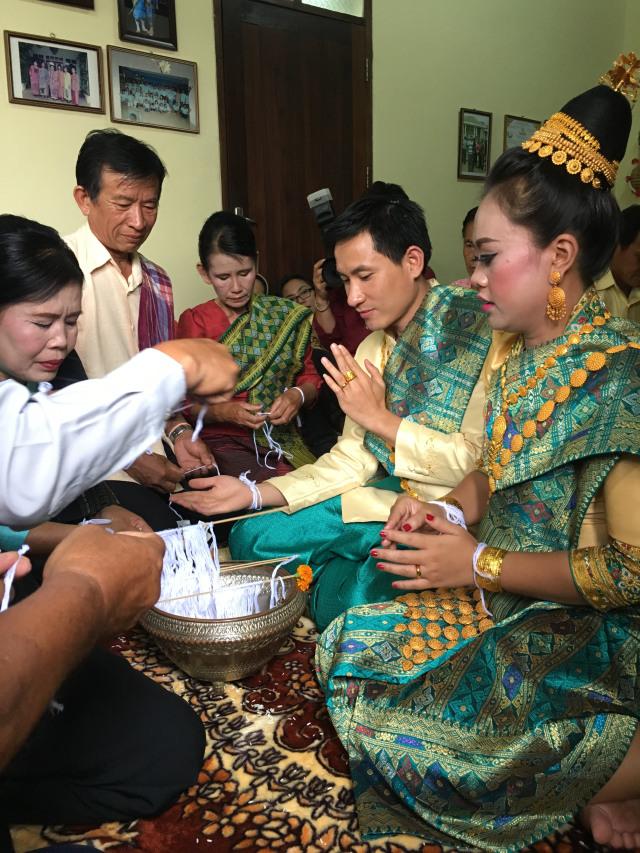Makna di Balik Baci, Ritual Adat Khas Laos (49035)